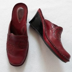 Clarks Artisan Red Leather Mules Sz 7.5